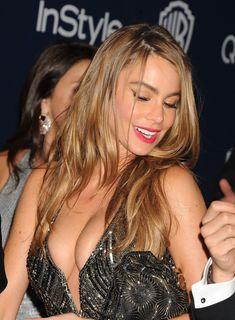 София Вергара в платье с глубоким декольте на вечеринке «Золотой глобус» фото #6