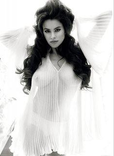 Сексуальная София Вергара в прозрачном наряде фото #1