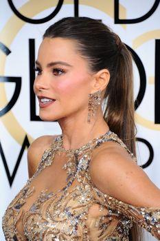 София Вергара в эротическом наряде на Golden Globe Awards фото #4