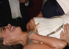 София Вергара засветила сиську на церемонии Emmy Award фото #3