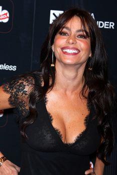 София Вергара засветила соски на церемонии People En Español – 50 Most Beautiful фото #1