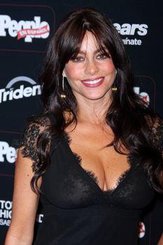 София Вергара засветила соски на церемонии People En Español – 50 Most Beautiful фото #3