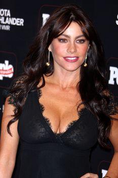 София Вергара засветила соски на церемонии People En Español – 50 Most Beautiful фото #5