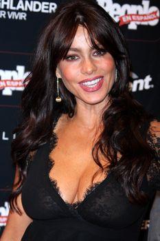 София Вергара засветила соски на церемонии People En Español – 50 Most Beautiful фото #7