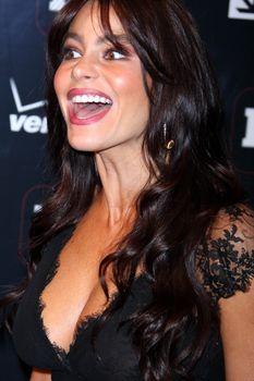София Вергара засветила соски на церемонии People En Español – 50 Most Beautiful фото #8