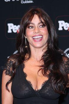 София Вергара засветила соски на церемонии People En Español – 50 Most Beautiful фото #10