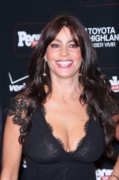 София Вергара засветила соски на церемонии People En Español – 50 Most Beautiful фото #11