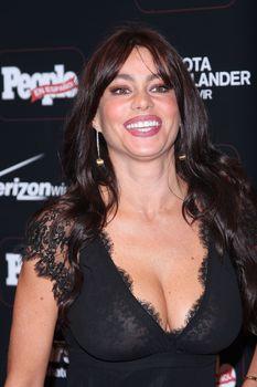 София Вергара засветила соски на церемонии People En Español – 50 Most Beautiful фото #12