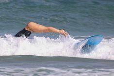 Хилари Дафф гуляет в купальнике по пляжу на Гавайях фото #21