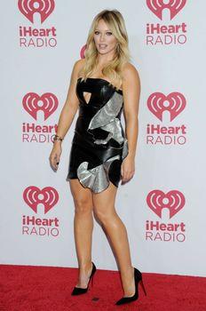 Возбуждающий наряд Хилари Дафф на iHeartRadio Music Festival фото #3