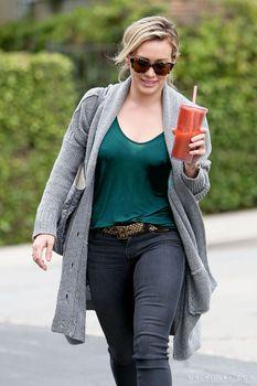 Торчащие соски Хилари Дафф в Лос-Анджелесе фото #2