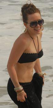 Сексуальный чёрный бикини Хилари Дафф фото #14
