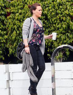 Хилари Дафф в прозрачной блузке в Голливуде фото #1