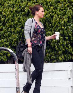 Хилари Дафф в прозрачной блузке в Голливуде фото #2