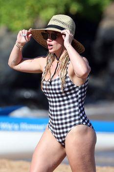 Красотка Хилари Дафф в сексуальном купальнике в Мауи фото #1