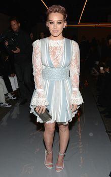 Хилари Дафф в просвечивающем платье на показе мод Циммерманн фото #2