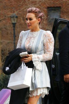 Хилари Дафф в просвечивающем платье на показе мод Циммерманн фото #4