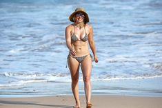 Красивая Хилари Дафф в маленьком купальнике на Гавайях фото #8