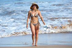 Красивая Хилари Дафф в маленьком купальнике на Гавайях фото #9