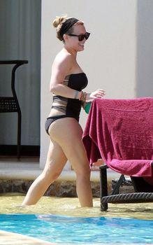 Хилари Дафф в сексуальном купальнике в Мексике фото #2