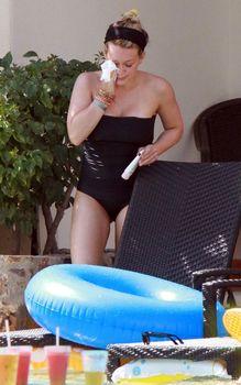 Хилари Дафф в сексуальном купальнике в Мексике фото #3