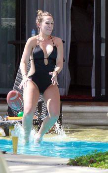 Хилари Дафф в сексуальном купальнике в Мексике фото #5