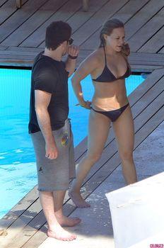Хилари Дафф в маленьком бикини в Италии фото #11