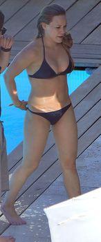 Хилари Дафф в маленьком бикини в Италии фото #12