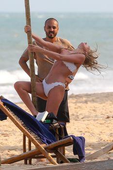 Эльза Хоск в сексуальном купальнике на курорте Транкозо фото #2