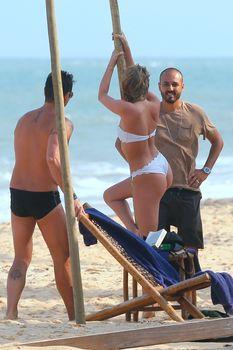 Эльза Хоск в сексуальном купальнике на курорте Транкозо фото #4