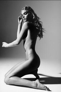 Эльза Хоск показала голую грудь в GQ фото #3