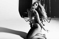 Эльза Хоск показала голую грудь в GQ фото #6