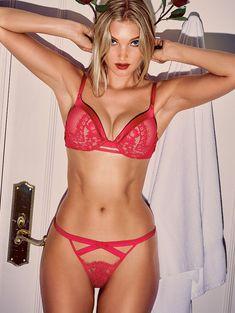 Пикантный образ Эльзы Хоск в белье от Victoria's Secret фото #6