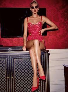 Пикантный образ Эльзы Хоск в белье от Victoria's Secret фото #15