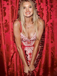 Пикантный образ Эльзы Хоск в белье от Victoria's Secret фото #17