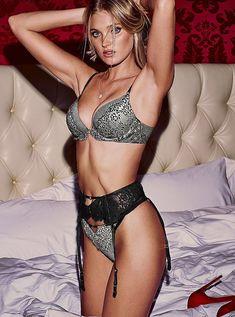 Пикантный образ Эльзы Хоск в белье от Victoria's Secret фото #20