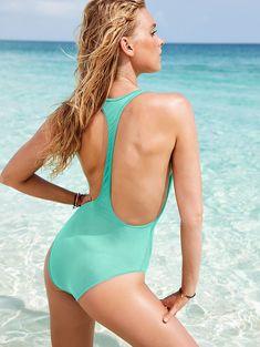 Эльза Хоск демонстрирует новую коллекцию купальников от Victoria's Secret фото #4