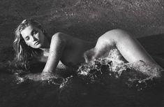 Эльза Хоск разделась догола для журнала Vogue Spain фото #6
