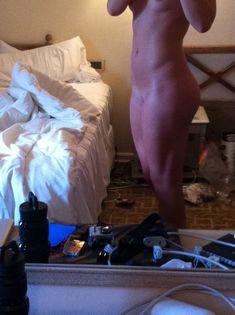 Украденные домашние фото с голой Линдси Вонн фото #12