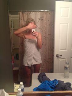 Украденные фото Кейлин Кайл с телефона фото #55
