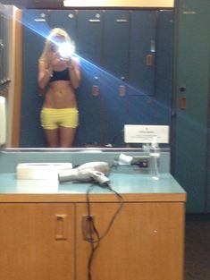 Украденные фото Кейлин Кайл с телефона фото #84