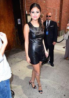 Селена Гомес без лифчика на Fashion Show в Нью-Йорке фото #15
