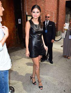 Селена Гомес без лифчика на Fashion Show в Нью-Йорке фото #17