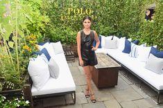Селена Гомес без лифчика на Fashion Show в Нью-Йорке фото #22