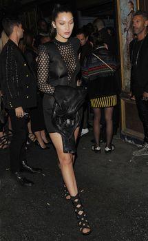 Возбуждённые соски Беллы Хадид на Balmain Fashion Show After-party in Paris фото #1