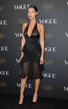 Белла Хадид в прозрачном платье на Vogue's 95th Anniversary Party фото #4