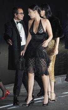 Белла Хадид в прозрачном платье на Vogue's 95th Anniversary Party фото #11