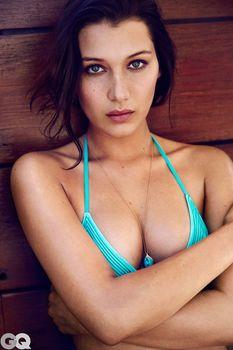Белла Хадид в ярких купальниках для GQ фото #9