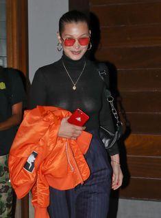 Белла Хадид сексуально засветила соски в Нью-Йорке фото #1
