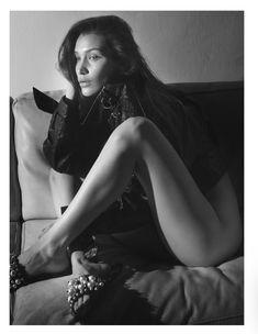 Белла Хадид снялась без одежды для французского Vogue фото #3